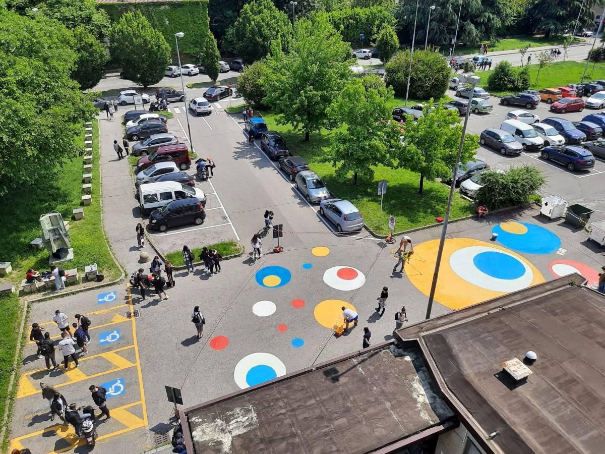 Monza piazzale colorato urbanismo tattico