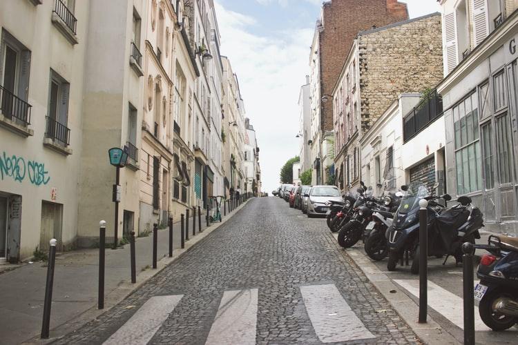 Parigi parcheggio sosta scooter moto a pagamento