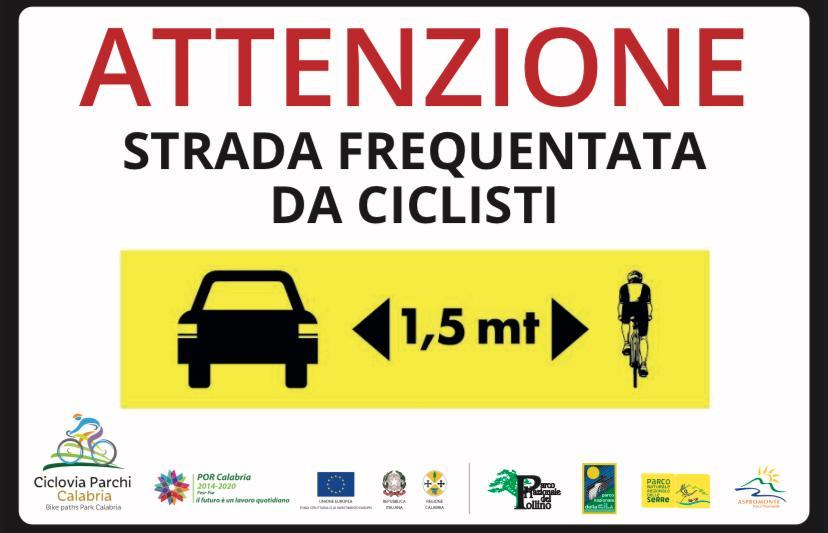 Il cartello sul rispetto del ciclista per la Ciclovia dei Parchi della Calabria