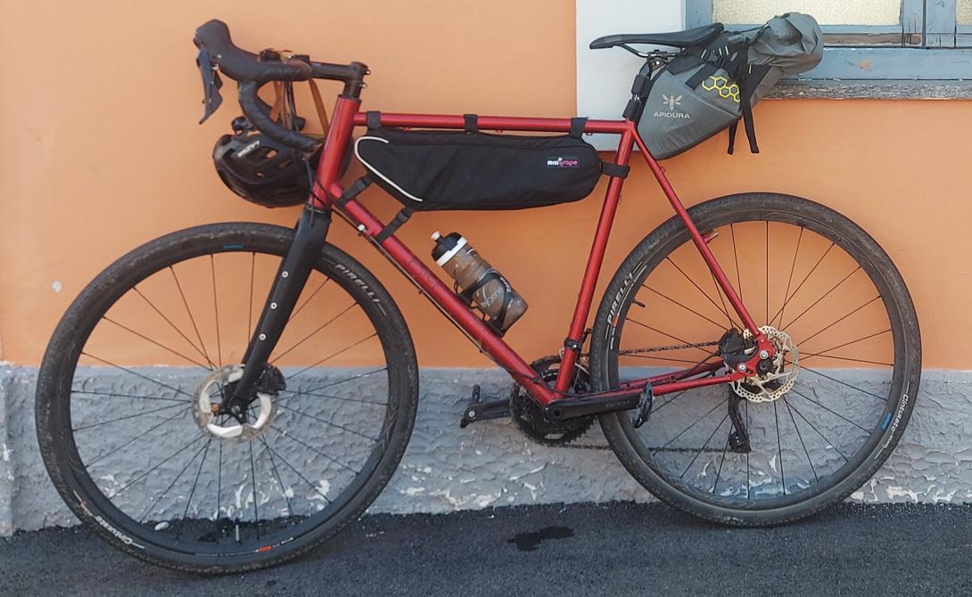 Bici gravel montata con copertoni Pirelli Cinturato Gravel