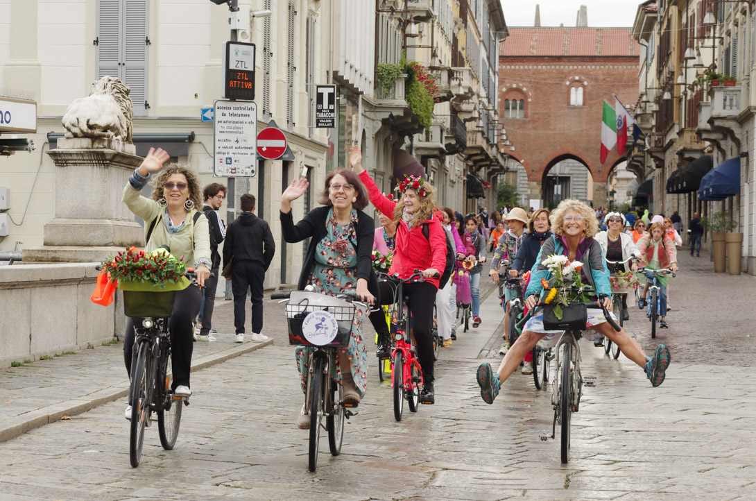 Le partecipanti alla Fancy Women Bike Ride Monza