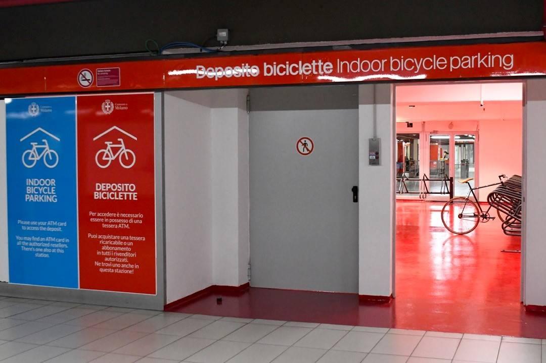 Ingresso parcheggio bici metropolitana Milano