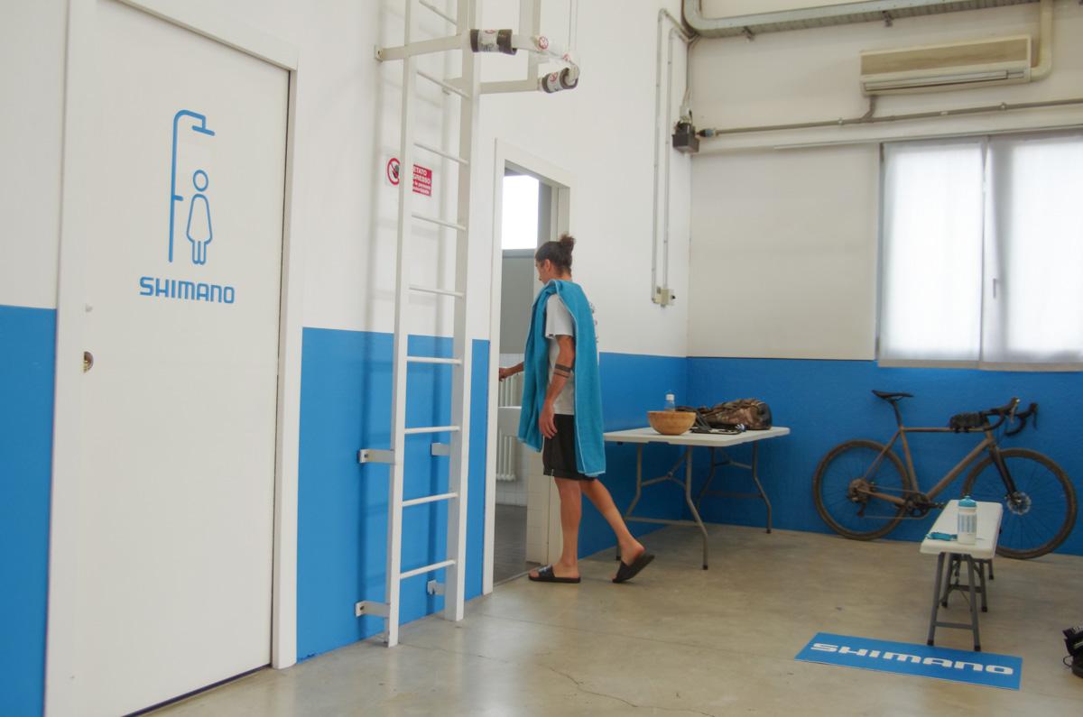 Bagni con docce nel Mobility Hub di Shimano
