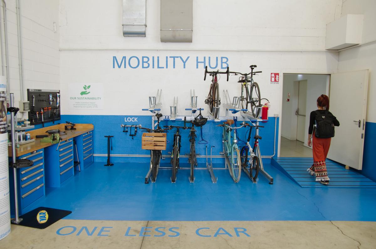 Mobility Hub di Shimano e identità visiva: one less car il messaggio