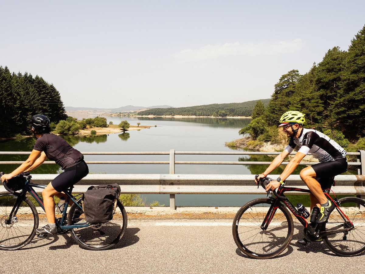 Pedalare in bici ed ebike in Calabria con Hitinero